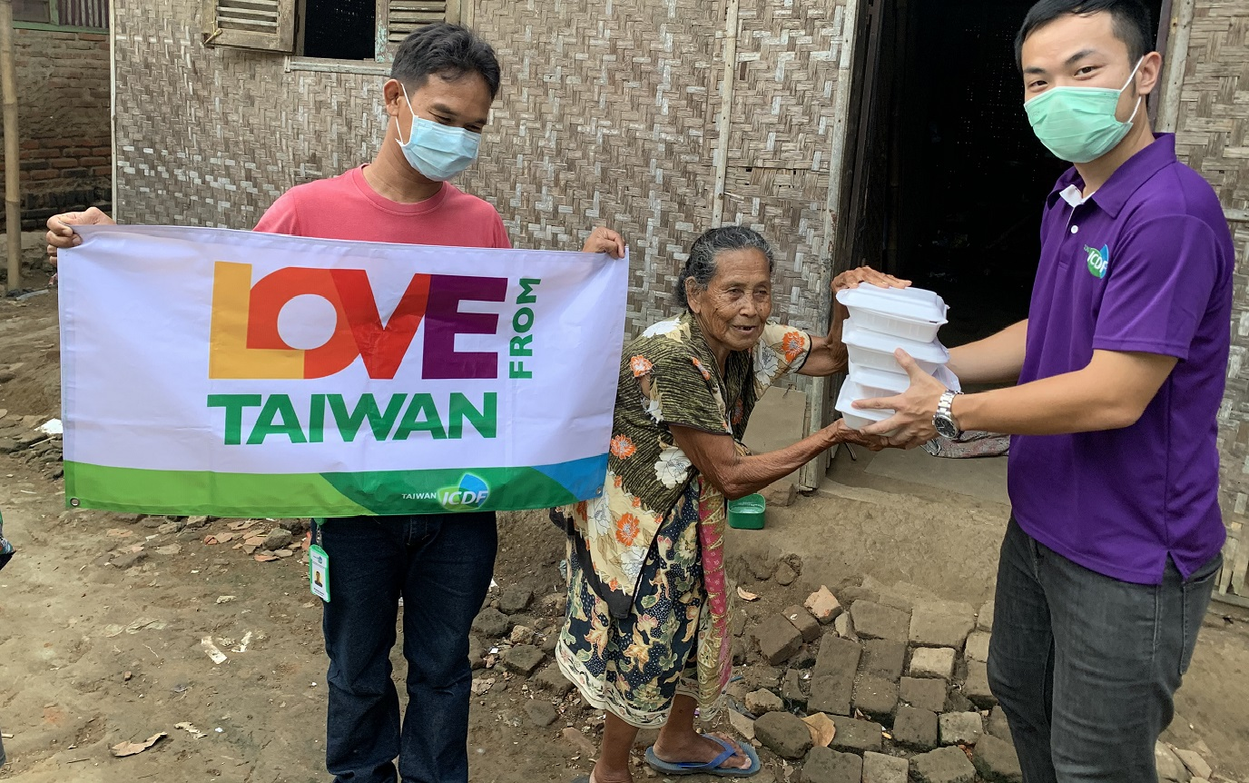 Delivering Love to Your Home-Taiwan Technical Mission (TTM) in the Republic of Indonesia distributed vegetables to local public kitchens and provided food to vulnerable households.