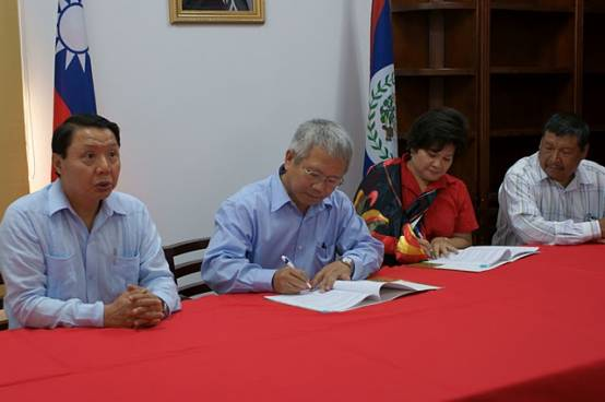 TaiwanICDF and La Inmaculada Credit Union Sign Funding Agreement to Support Production, Marketing and Export of Papaya in Northern Belize